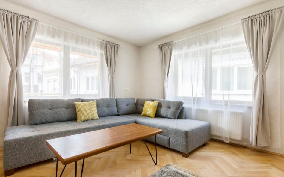 Aki Gray Apartment Brasov